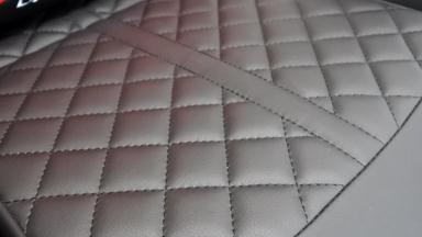 ダイヤモンドカット生地+固めの質感